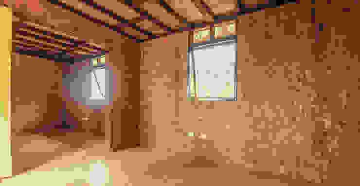 : Habitaciones de estilo  por Ensamble de Arquitectura Integral,
