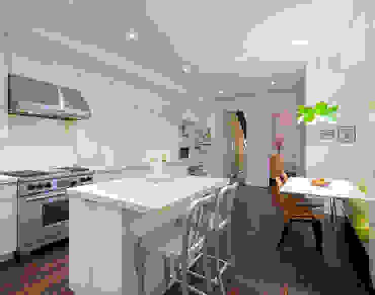 California Casual in Georgetown Modern Kitchen by FORMA Design Inc. Modern