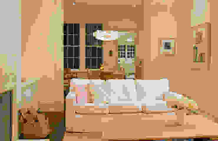 Salon moderne par FORMA Design Inc. Moderne