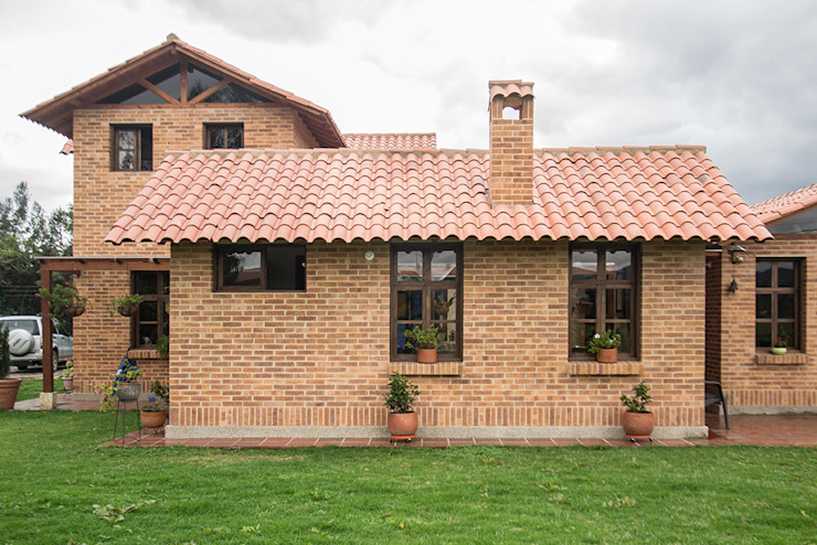 ENSAMBLE de Arquitectura Integral Country style houses Bricks
