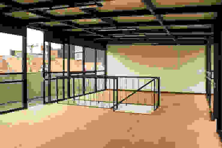 根據 Ensamble de Arquitectura Integral 簡約風 金屬