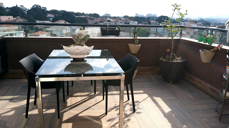 Eclectic style balcony, veranda & terrace by PRISCILLA BORGES ARQUITETURA E INTERIORES Eclectic