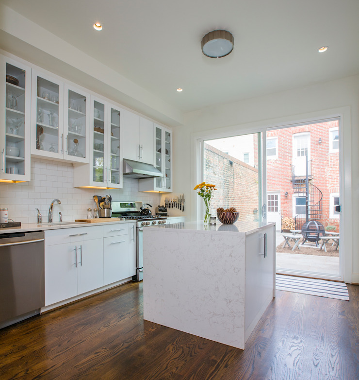 Shaw Rowhouse Modern Kitchen by FORMA Design Inc. Modern