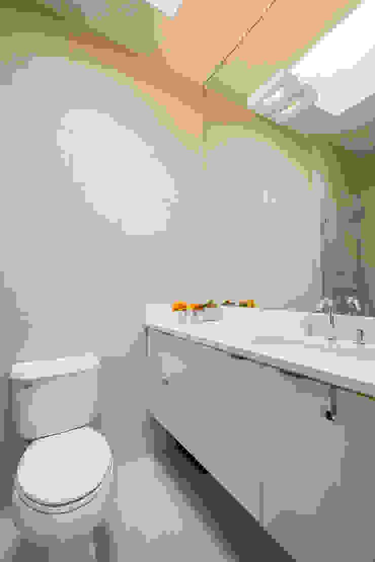 Shaw Rowhouse Modern Bathroom by FORMA Design Inc. Modern
