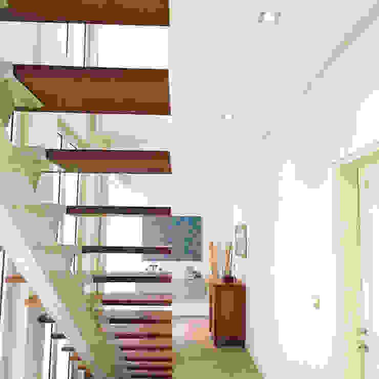 Luxury Sustainable Home | Santa Ana Costa Rica Aroma Italiano Eco Design Minimalist corridor, hallway & stairs Wood Beige