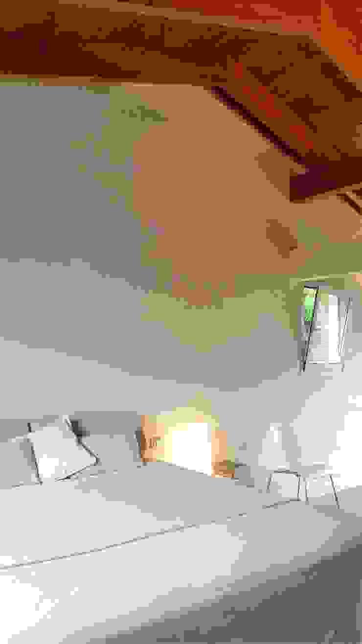 Bio Domus D.01, una casa di pregio, bioclimatica ed eco-sostenibile progettata per il comfort, l'eleganza e il benessere. Aroma Italiano Eco Design Camera da letto minimalista Beige