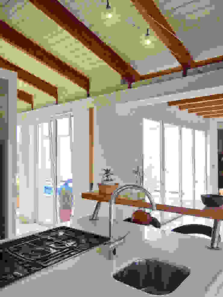 Bio Domus D.01, una casa di pregio, bioclimatica ed eco-sostenibile progettata per il comfort, l'eleganza e il benessere. Aroma Italiano Eco Design Cucina minimalista Bianco