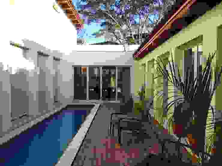 Il patio interno con piscina Aroma Italiano Eco Design Piscina minimalista