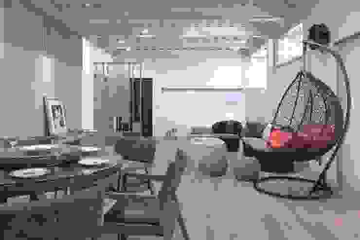 Weekend House:  餐廳 by 構築設計, 簡約風