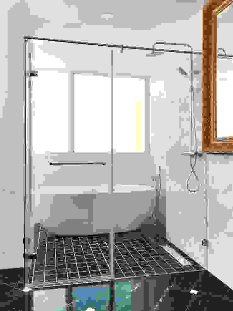 H7200 現代浴室設計點子、靈感&圖片 根據 中圓泰 / 淋浴拉門 現代風 玻璃