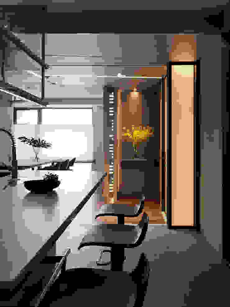 生命的光 Light of Life 現代廚房設計點子、靈感&圖片 根據 禾築國際設計Herzu Interior Design 現代風