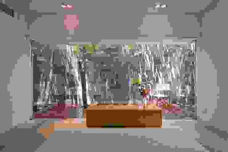 M11 House Phòng ngủ phong cách hiện đại bởi a21studĩo Hiện đại