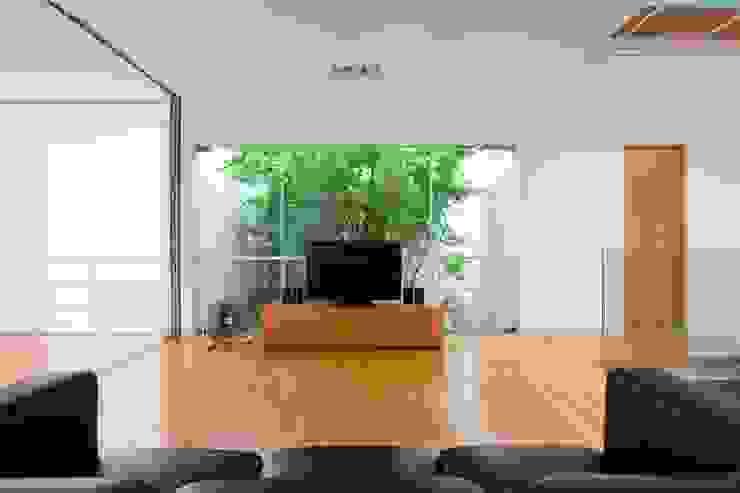 M11 House Nhà bếp phong cách hiện đại bởi a21studĩo Hiện đại