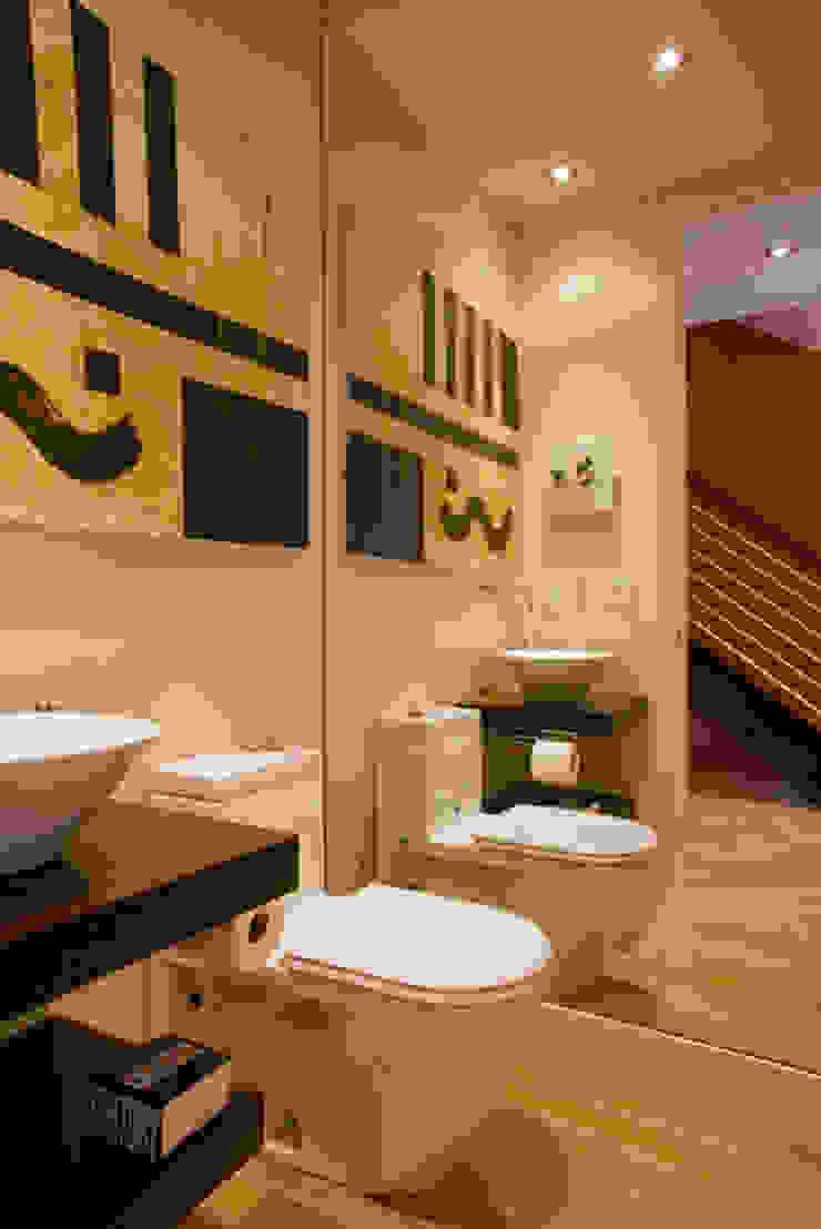 FORMA Design Inc. Banheiros modernos