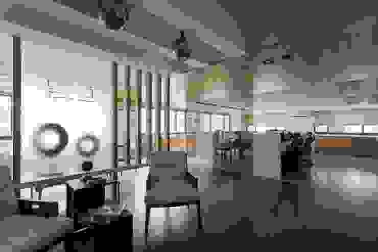 [OFFICE] Yunshi Interior Design Studio by KD Panels 모던 우드 우드 그레인
