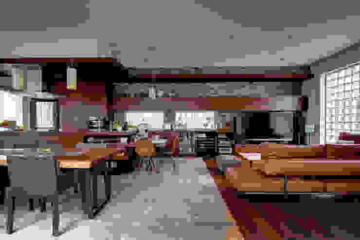 Ruang Keluarga Modern Oleh TERAJIMA ARCHITECTS Modern