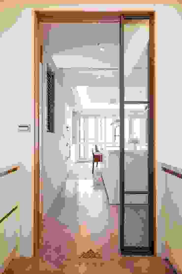 住宅空間大安區陳宅 現代廚房設計點子、靈感&圖片 根據 千屹設計有限公司 現代風
