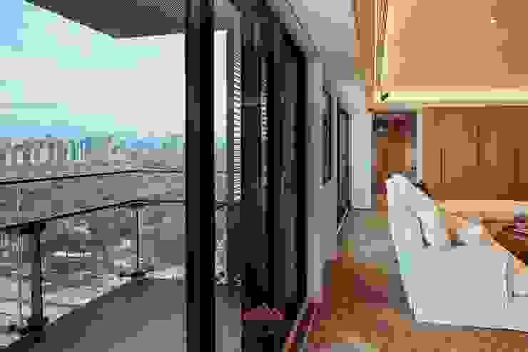 Salas de estar modernas por 千屹設計有限公司 Moderno