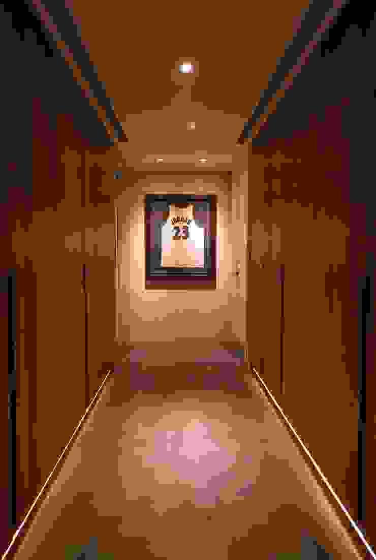 住宅空間大安區陳宅 現代風玄關、走廊與階梯 根據 千屹設計有限公司 現代風