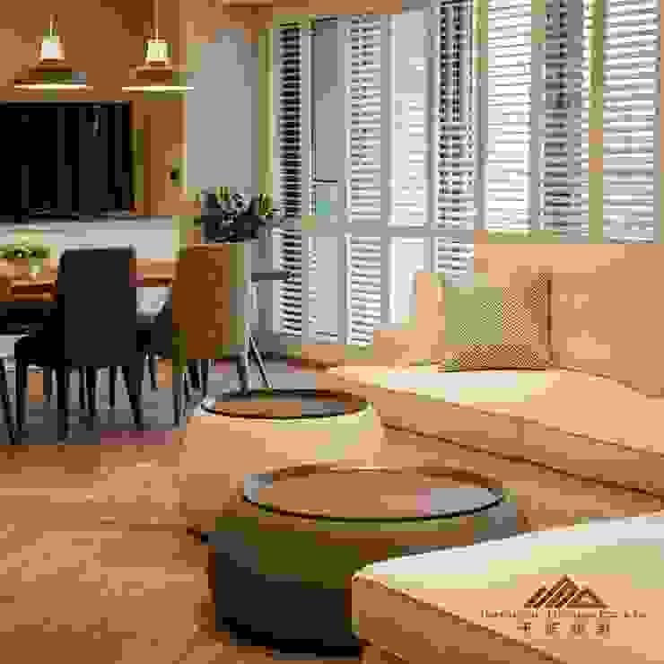 住宅空間大安區陳宅 现代客厅設計點子、靈感 & 圖片 根據 千屹設計有限公司 現代風