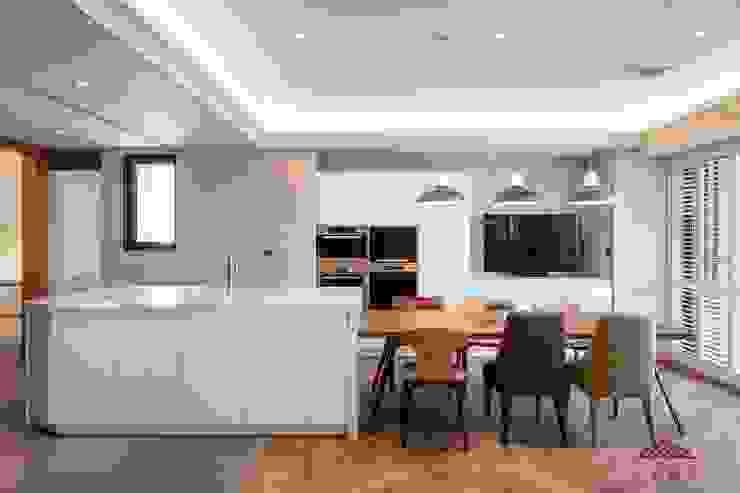 Modern Dining Room by 千屹設計有限公司 Modern
