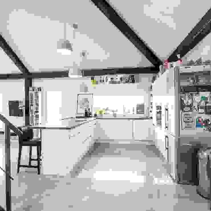 K-MÄLEON Haus GmbH Built-in kitchens White