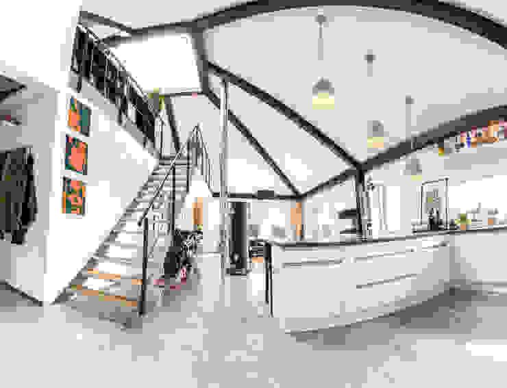 K-MÄLEON Haus GmbH industrial style corridor, hallway & stairs Grey