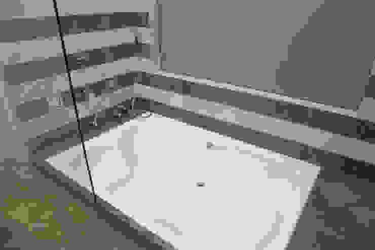 Bungalow- Lavasa Modern bathroom by Aesthetica Modern