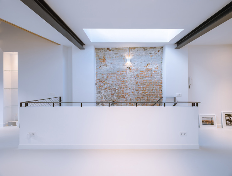 Loft Sixty-Four Moderne studeerkamer van EVA architecten Modern