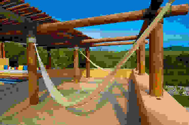 Terraza con Hamacas foto de arquitectura Balcones y terrazas de estilo tropical Madera Marrón