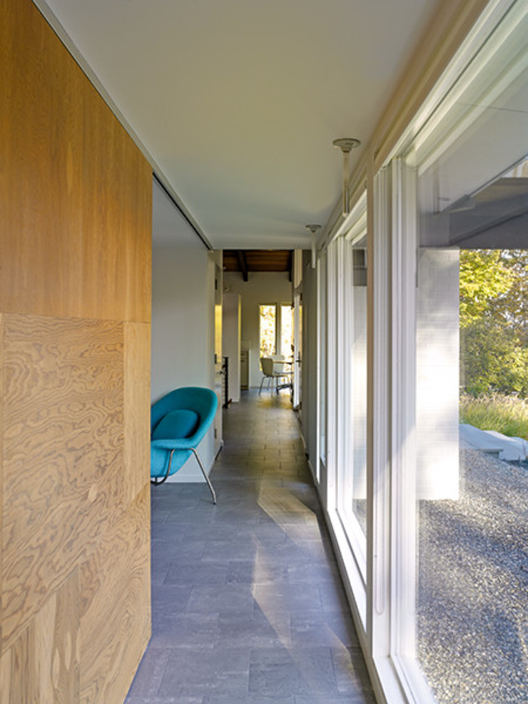 Paradise Lane, Litchfield County, CT Modern Corridor, Hallway and Staircase by BILLINKOFF ARCHITECTURE PLLC Modern