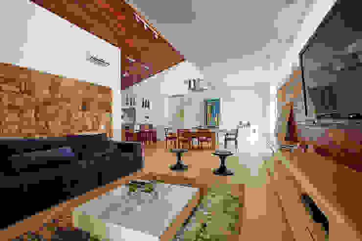 Ruang Keluarga Modern Oleh grupo pr | arquitetura e design Modern