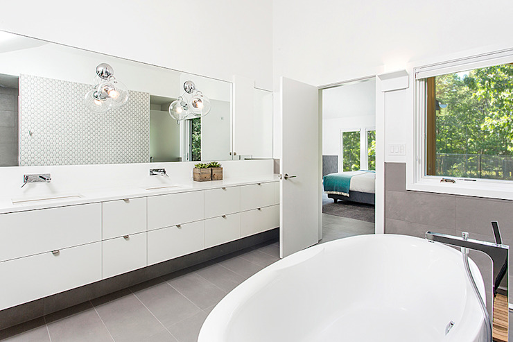 Quogue Weekend House, Quogue, NY Modern Bathroom by BILLINKOFF ARCHITECTURE PLLC Modern