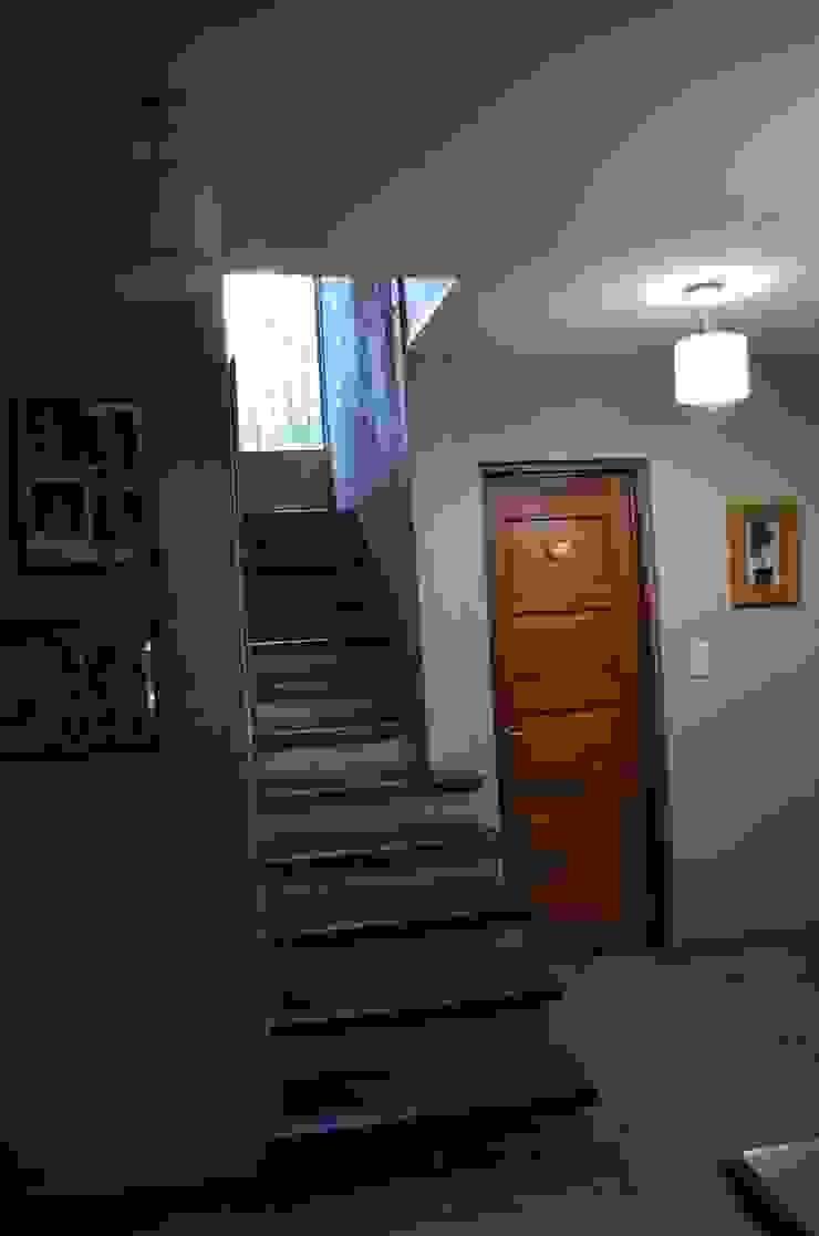 hall Pasillos, vestíbulos y escaleras rurales de Arq Andrea Mei - C O M E I - Rural