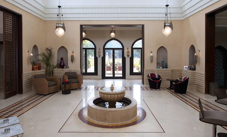 House atrium with fountain الممر الأبيض، الرواق، أيضا، درج من Design Zone بحر أبيض متوسط رخام