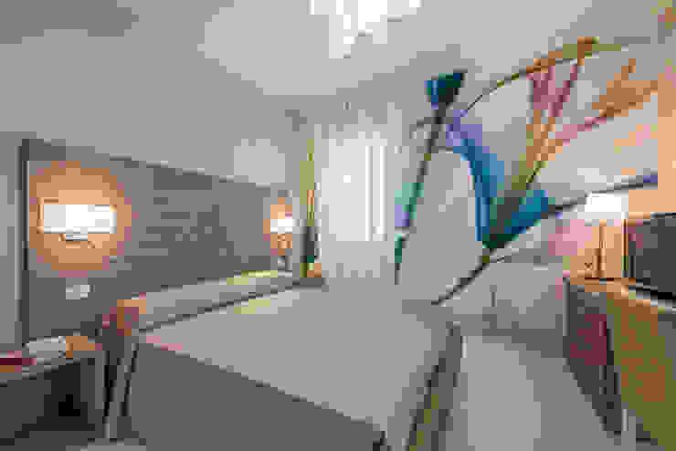 Angelo De Leo Photographer Mediterranean style bedroom Engineered Wood Beige