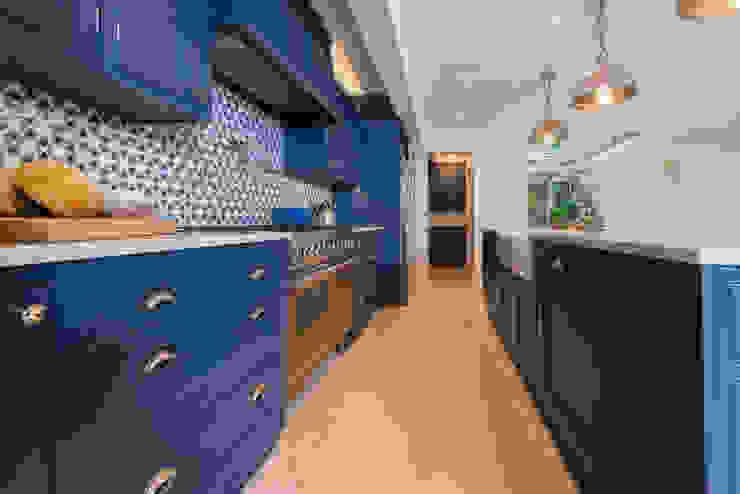 Kensington Blue Kitchen by Tim Wood Limited Сучасний