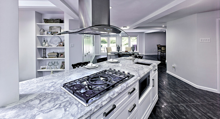 by Main Line Kitchen Design Класичний