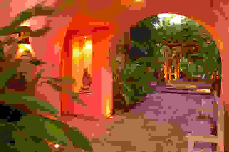 fotógrafo profesional de Arquitectura en México foto de arquitectura Pasillos, vestíbulos y escaleras de estilo tropical Hormigón Naranja