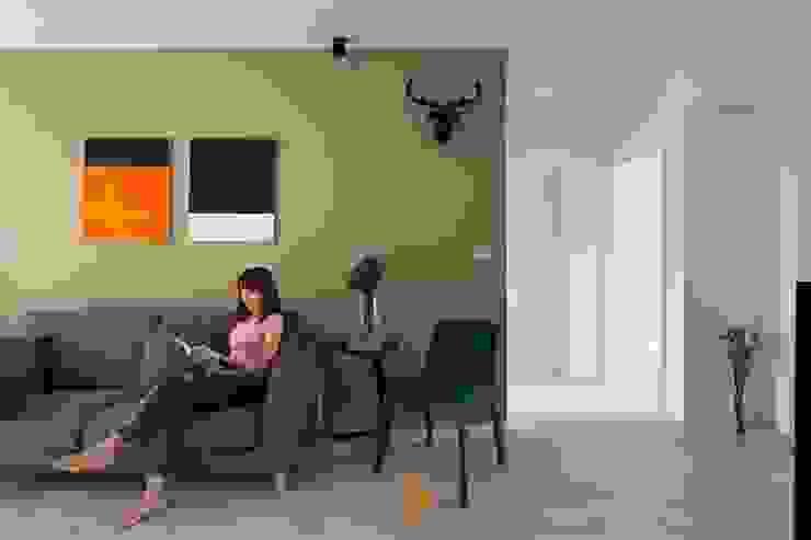 逸.居 现代客厅設計點子、靈感 & 圖片 根據 築川設計 現代風