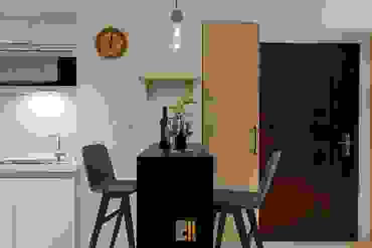 Modern dining room by 築川設計 Modern