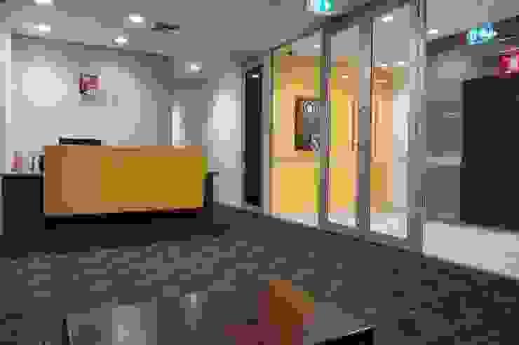 Reception desk Studio - Architect Rajesh Patel Consultants P. Ltd Schools