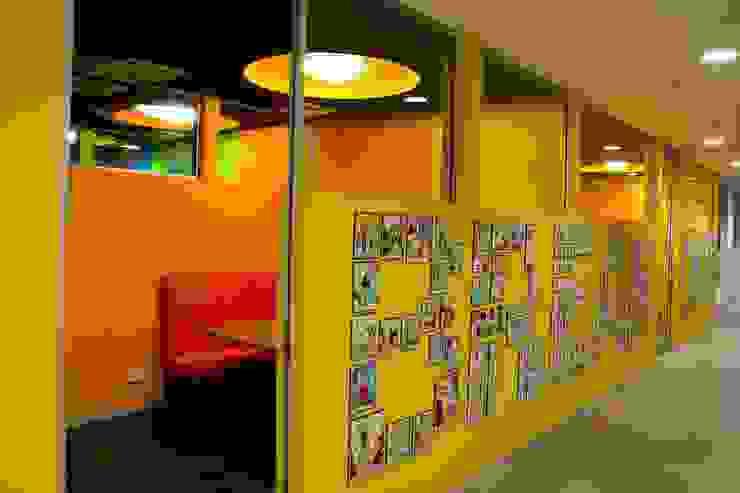 Break out space Modern schools by Studio - Architect Rajesh Patel Consultants P. Ltd Modern