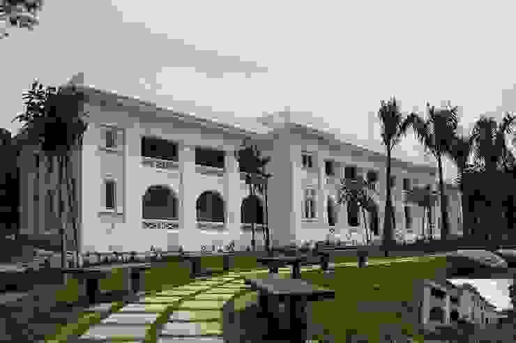 Entrance/Walkway Modern schools by Studio - Architect Rajesh Patel Consultants P. Ltd Modern