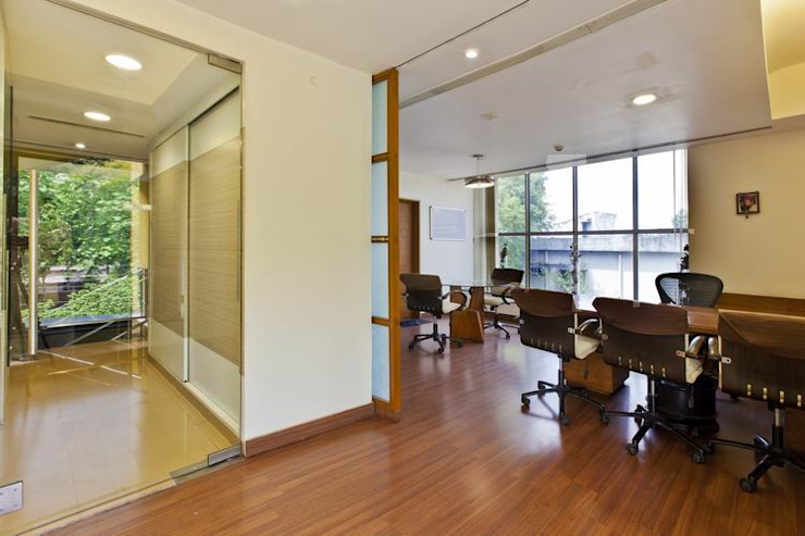 Meeting Room by Studio - Architect Rajesh Patel Consultants P. Ltd Modern