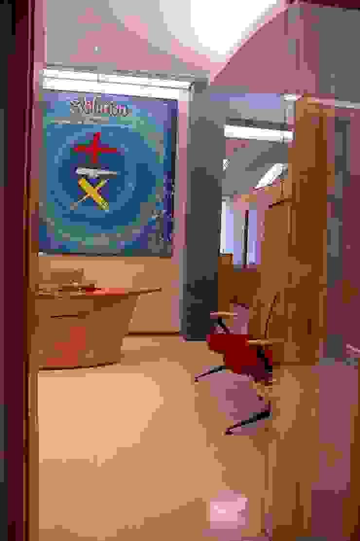 Reception/Waiting Area by Studio - Architect Rajesh Patel Consultants P. Ltd Modern