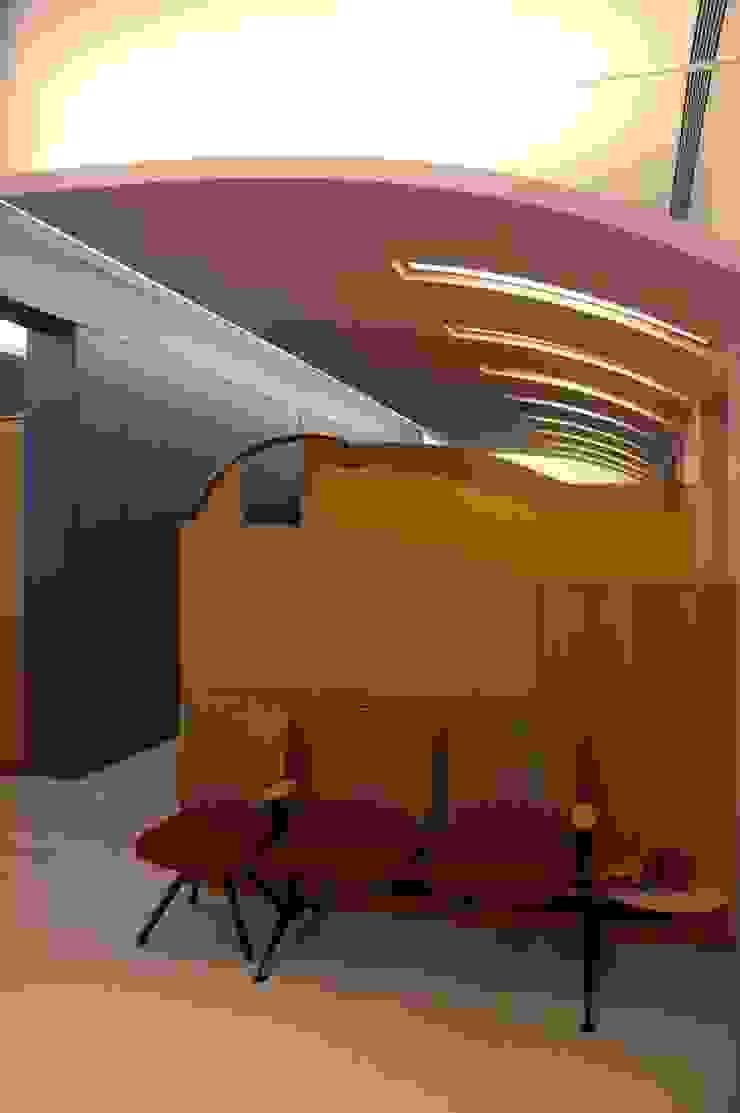 Waiting Area by Studio - Architect Rajesh Patel Consultants P. Ltd Modern