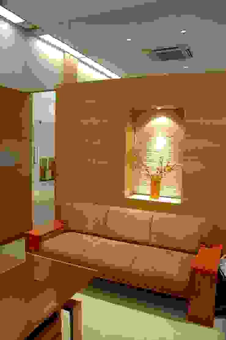 MD Cabin by Studio - Architect Rajesh Patel Consultants P. Ltd Modern