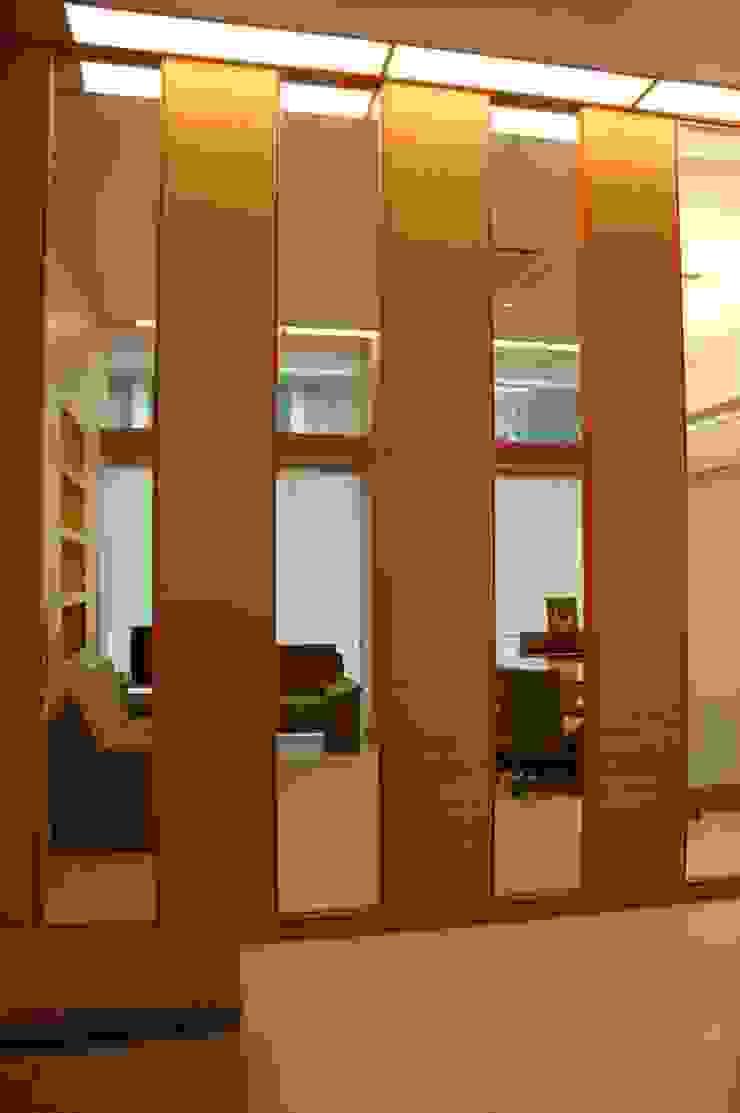 Wall Elevation by Studio - Architect Rajesh Patel Consultants P. Ltd Modern