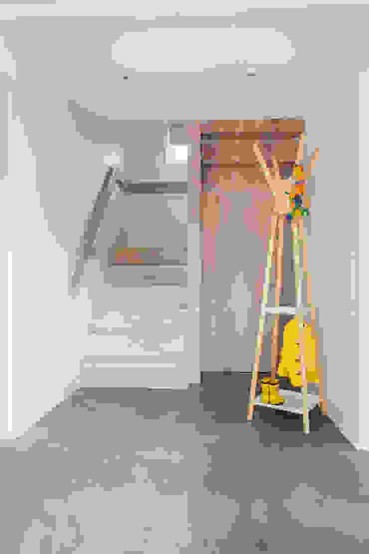 Mill house renovation and extension, Buckinghamshire HollandGreen Modern corridor, hallway & stairs
